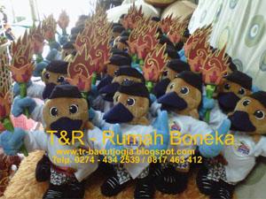 pembuat boneka souvenir maskot magelang (2)