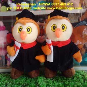 Produsen boneka wisuda owl