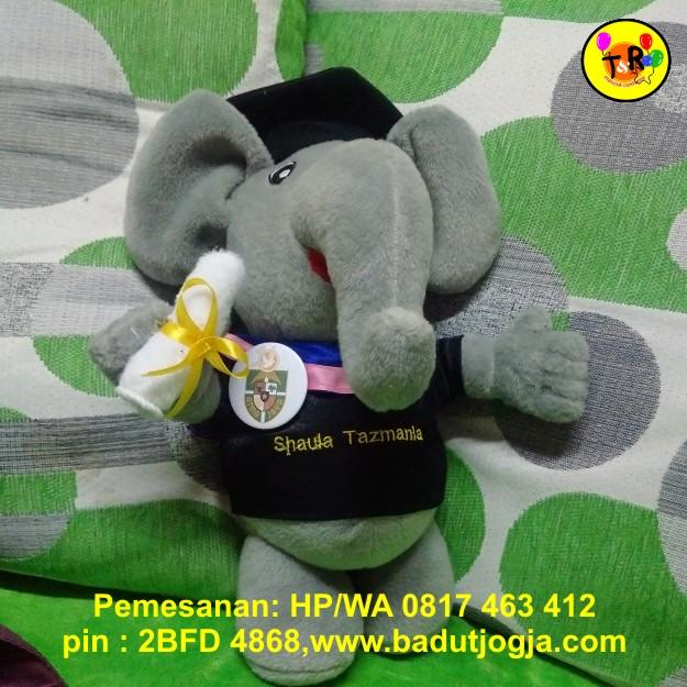 boneka-wisuda-gajah-30cm