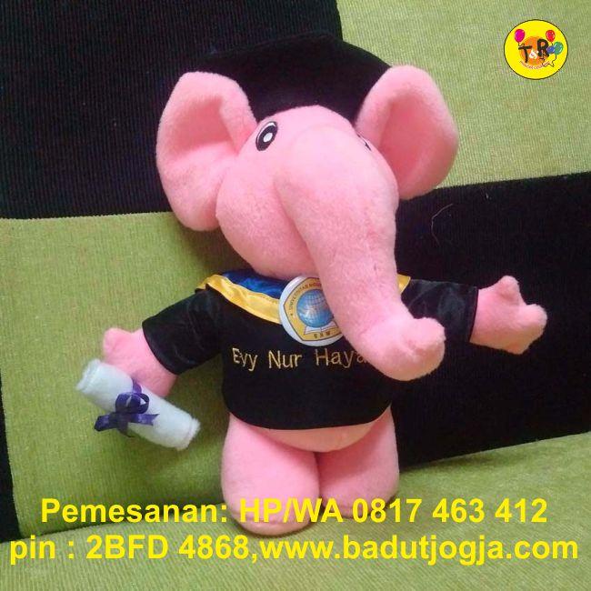 jual boneka wisuda gajah pink plus pin dan bordir nama