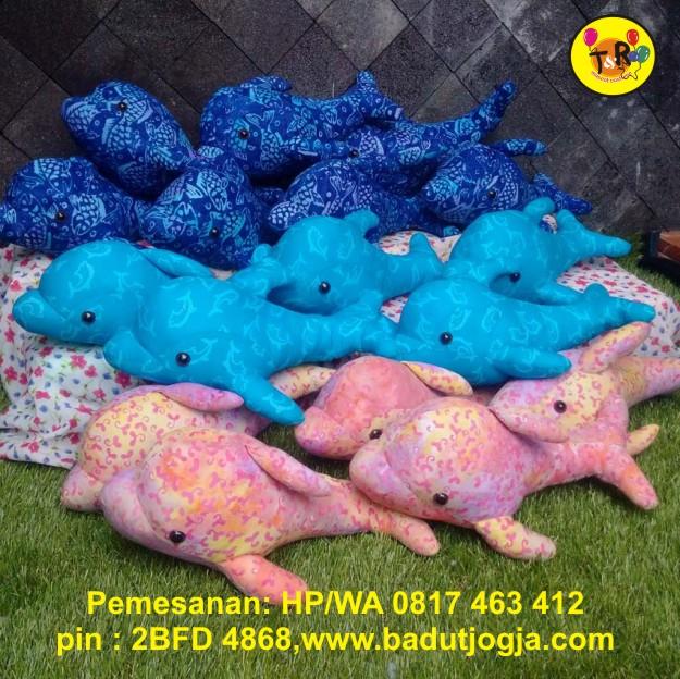 boneka batik lumba-lumba