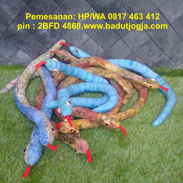 boneka batik ular