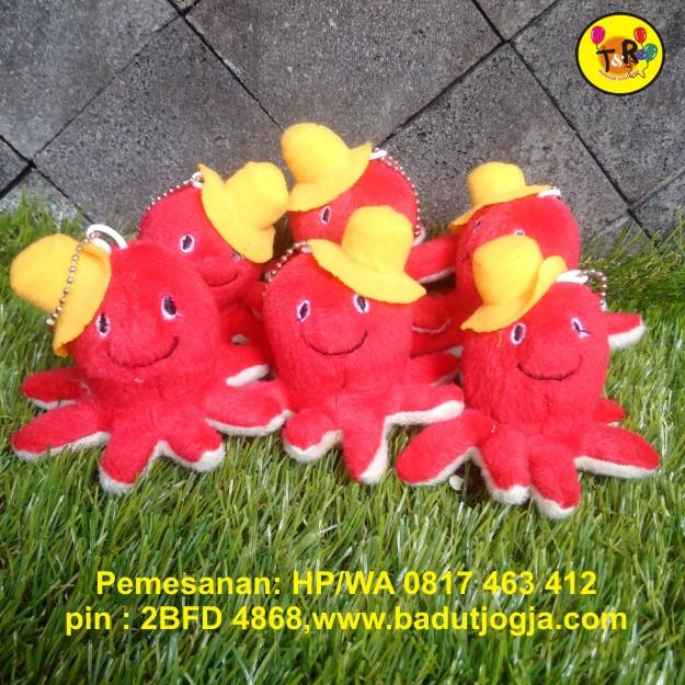 boneka gantunagn kunci gurita merah