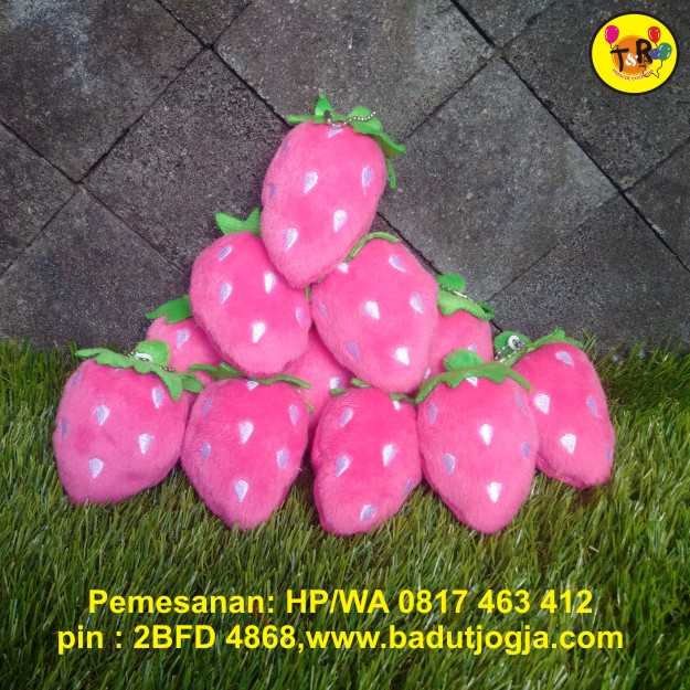 boneka gantungan kunci buah strawberry