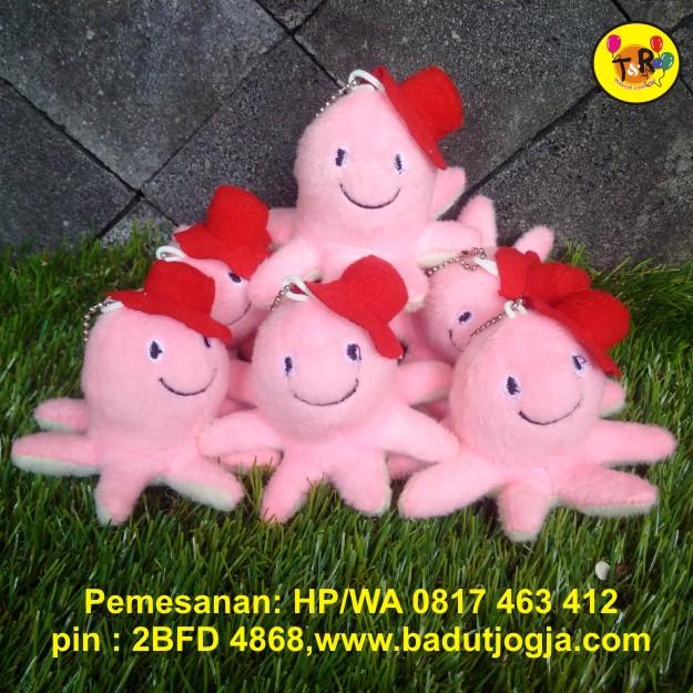 boneka gantungan kunci cumi-cumi pink