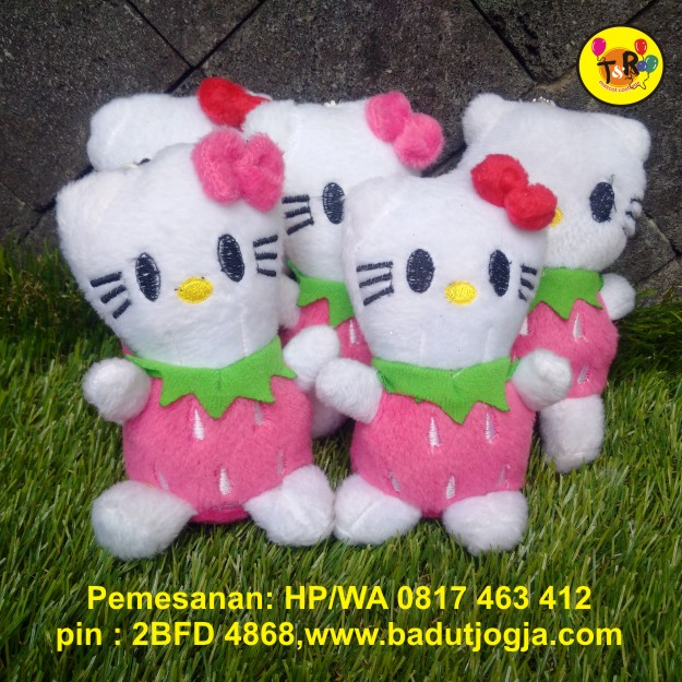 boneka gantungan kunci hello kitty strawberry pink