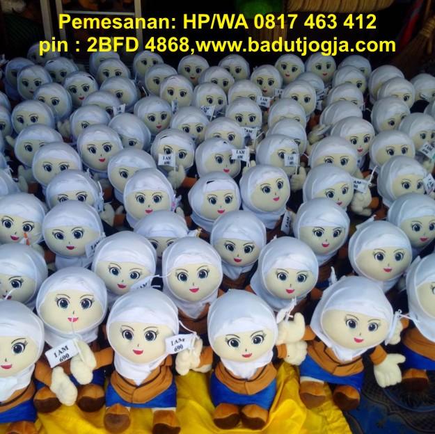 boneka maskot santri cewek gontor
