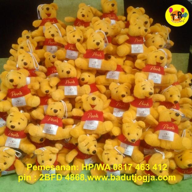 boneka souvenir winnie the pooh