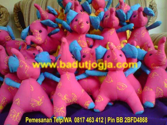 produsen boneka batik gajah warna pink murah