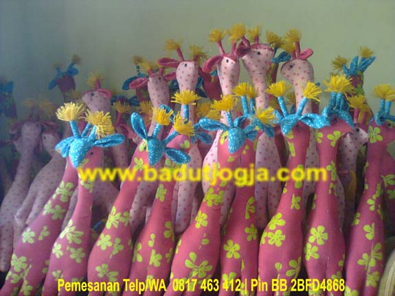 produsen boneka batik jerapah warna pink murah lucu unik