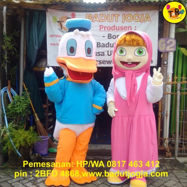 badut maskot donald duck dan marsha