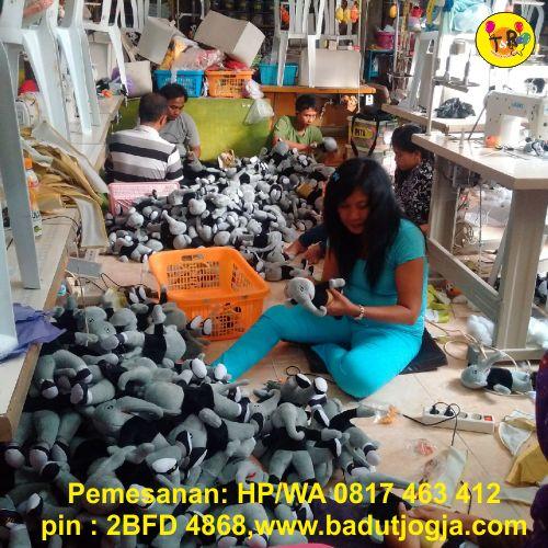 proses pembuatan boneka maskot pomnas koni aceh
