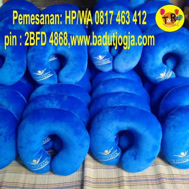 bantal-leher-souvenir-biru